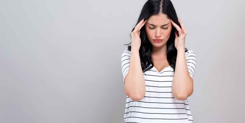 A migraine can be defined as the presence of a recurring, throbbing and severe headache which lasts between 4 hours and 3 days. It usually begins as a hemicrania pain that later spreads to both sides of the head.